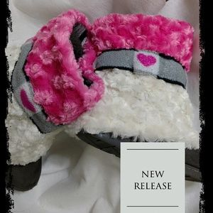 Resurrected Designs Co Shoes - HUGS Boot Covers Bordered Hearts w/Dbl Fur